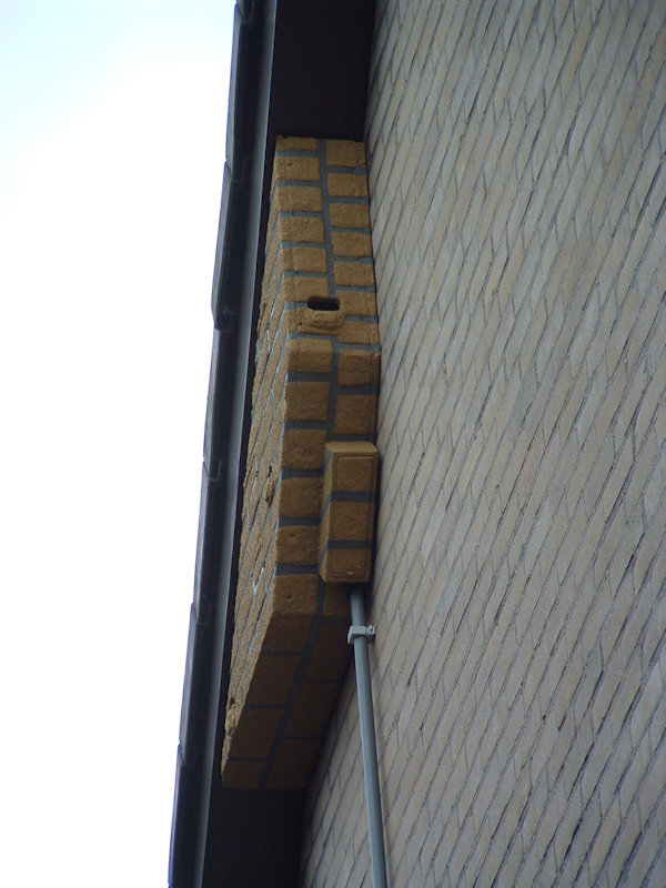 Nestkast Gierzwaluw ModelDeBilt 3Kamers SteenStructuur FotoRickWortelboer Zijkant klein
